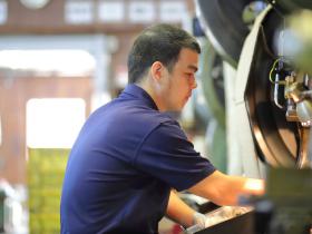 譲渡前の職人から若い労働者へ技能承継もしています。