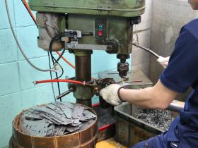 巽工場では、タップ・皿取りもしています。