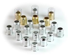 化粧品容器キャップ 巽工場では、化粧品のキャップ部分の製作を行っています。0.1ミリのズレも許されない繊細な製品です。