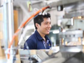ベトナム人エンジニアも毎日笑顔で頑張っています。
